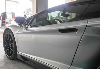 Full Spa Detail Who is it for picture of Lamborghini being detailed